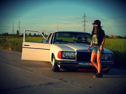 W123 mafia girl