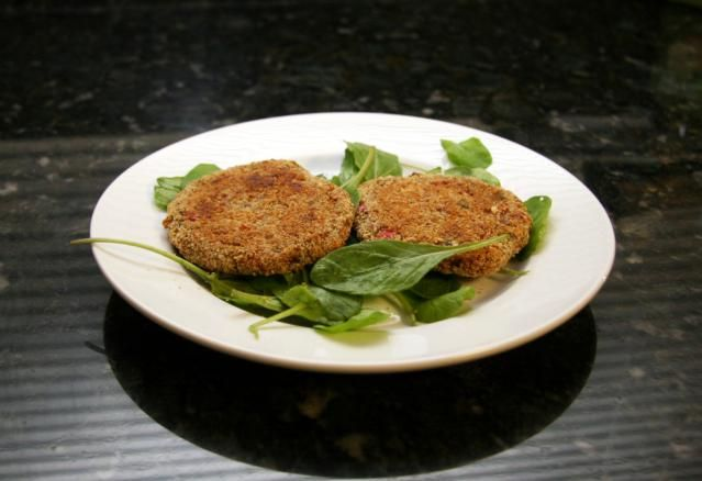 These well seasoned salmon patties are made with canned salmon, eggs, bread crumbs, onion, and other seasonings. Thanks to Janet for sharing this recipe for salmon patties.
