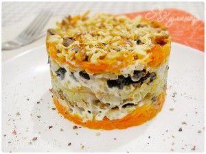 Слоеный салат с грибами, черносливом и орехами