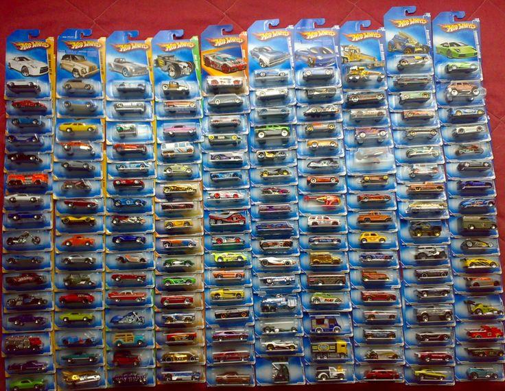 ... aqui les muestro la mayor parte de mi colección, los Hot Wheels 2009