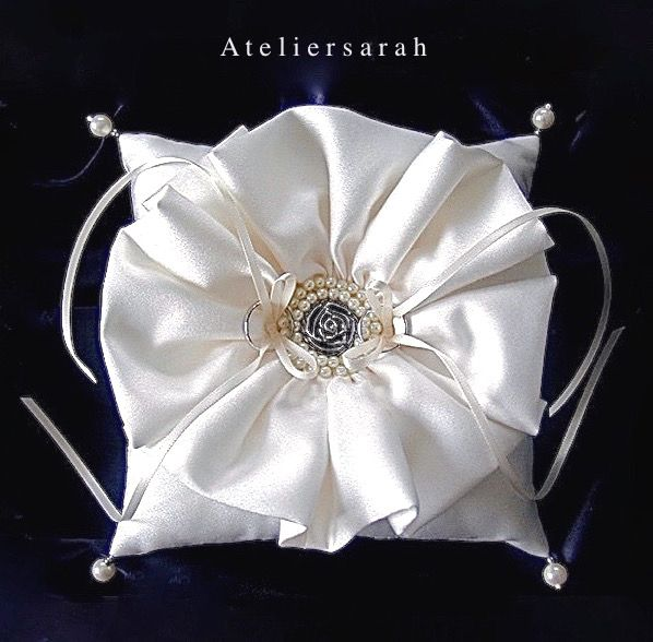 Ring pillow with circular frill and silver rose button