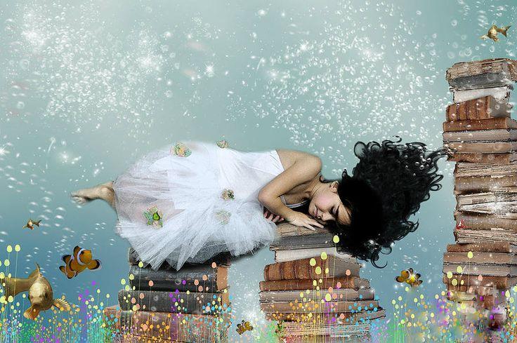 Σαν σήμερα ο Μάρτιν Λούθερ Κίνγκ εκφωνεί τον περίφημο λόγο του #I_have_a_dream. ___________________ Ο καθένας μπορεί καθημερινά να ζει το όνειρό του μέσα από βιβλία! #book #reading #dreaming #dreams #life #love #vivlio #kalendis
