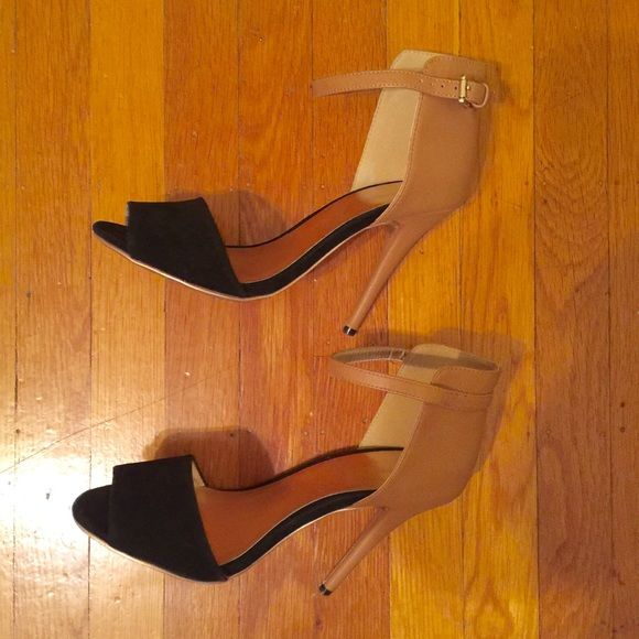 Gomax Two Tone Heeld Two Tone heels - Camel and Black-about 4.5 inch heels.  These shoes will jazz up any outfit -size 7.5 I'm a 8 and they fit me perfectly- worn twice from the car to the event-  These will become an instant favorite for you. Back faux leather front a suede material Gomax Shoes