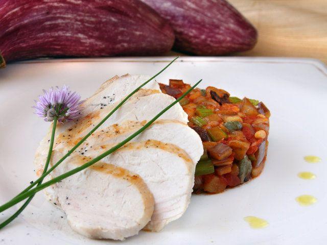 POLLO CON CAPONATA TIEPIDA 5/5 - Servire accompagnato con un Corvo Rosa di Salaparuta (Sicilia) servito a 12°C #pollo #melanzane #caponata #fileni #ricette #recipes #cooking