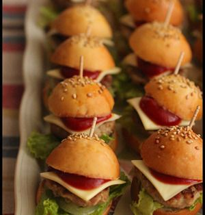 かわいいミニハンバーガーが人気に♪「スライダー」に大注目! | レシピブログ - 料理ブログのレシピ満載!