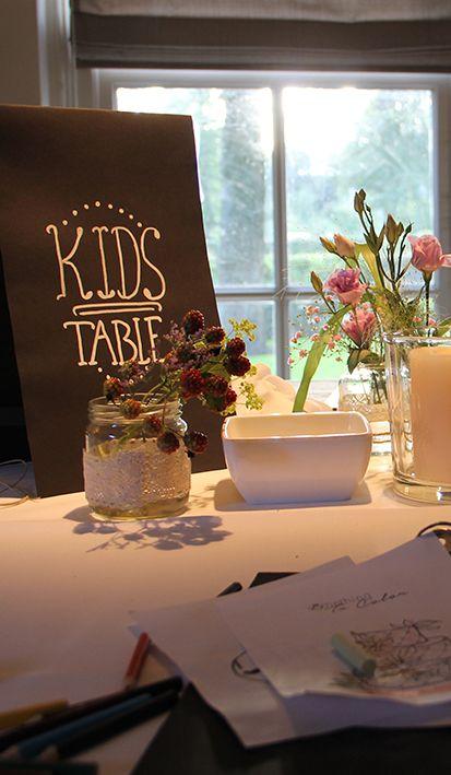Kids table: ook aan de jongste bruiloftsgasten wordt gedacht. Tijdens de bruiloft kunnen ze hier bij Mereveld hun hart ophalen. #Mereveld Utrecht in TOP 5 populairste trouwlocaties van Nederland!