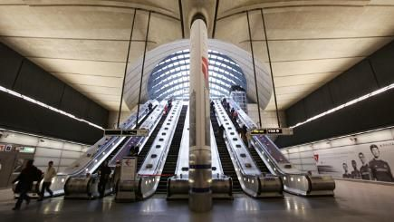the-7-most-beautiful-tube-stations-136411448689210401-161121102945.jpg (435×245)
