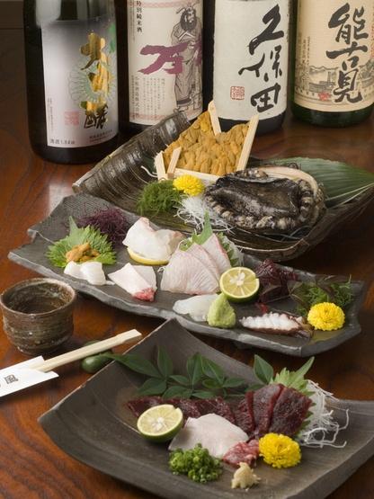 Sashimi and sake by hitosara.com