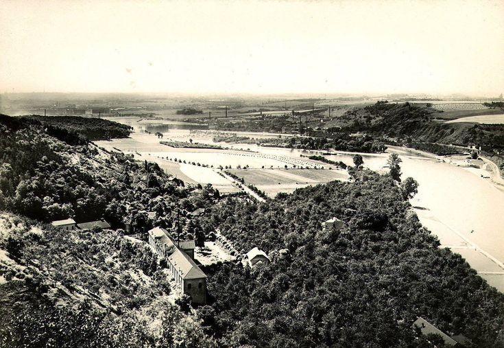 Pohled z Podhoří do ještě nezastavěné dejvicko-bubenečské kotliny v roce 1926. V popředí volná plocha Císařského ostrova, vpravo Baba a vlev...