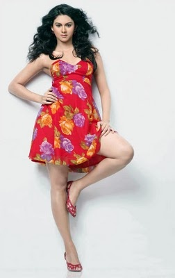 Kamna Jetmalani: Kamna debuted in the south Indian film industry with the Telugu film Premikulu. The movie didn't do well at the box office, but her second movie Telugu film Ranam was a big hit. She has done a couple of Tamil and Kannada movie as well.