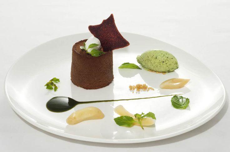 Valrhona Chocolate Mousse Fresh Green Peppercorn © Mozaic Beachclub – Photo Philippe Heurtault