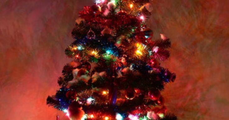 Cómo funciona un soporte giratorio para árbol. Un soporte giratorio para el árbol de Navidad fue una de las primeras patentes solicitadas en 1934, de acuerdo con el sitio web de Free Patents Online. Los soportes giratorios eléctricos por mucho tiempo le han dado movimiento al árbol de Navidad, así como un poco de misterio con respecto a su funcionamiento.