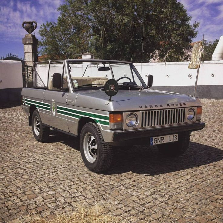 """1974 (Suffix C) portuguese """"battlecruiser"""", still in the service of the national guard, yet it's mostly used for parades and exhibitions.  Via friends at Range Rover Photo Book (Facebook) #landrover #RangeRover #RangeRoverClassic #landroverphotoalbum #4x4 #offroad  via ✨ @padgram ✨(http://dl.padgram.com)"""