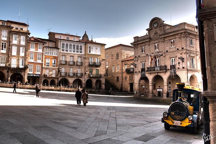 Praza Mayor Ourense con el trenecillo turístico !!     Imagen original de Taboada testa en flickr http://bit.ly/UUOLUN