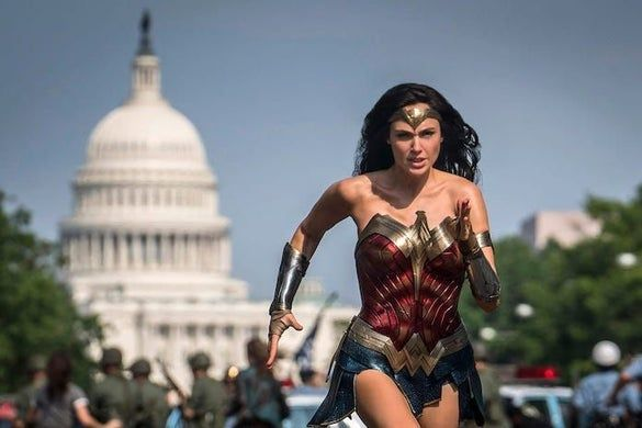 Wonder Woman 1984 Wonder Woman New Look In Action In Washington Dc In 2020 Wonder Woman Gal Gadot Gal Gadot Wonder Woman