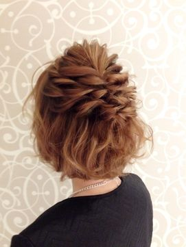 結婚式の髪型 ヘアアレンジ ねじり編み込みルーズボブアレンジ