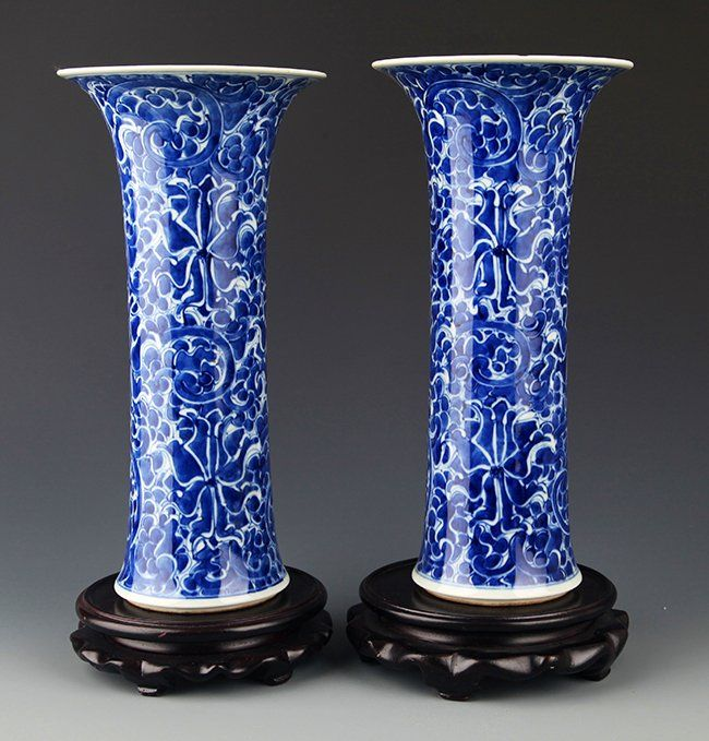 A PAIR OF BLUE AND WHITE FLOWER JAR. Qing Dynasty, W:5.0 in×H:10.00 in