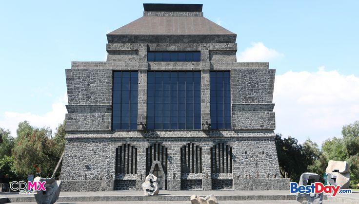 El Museo Diego Rivera Anahuacalli (casa del Anahuac) se ubica al sur en la delegación Coyoacán. Se construyó con piedra volcánica tomada del mismo terreno proveniente de la erupción del Xitle y elementos arquitectónicos indígenas, de esta forma se pueden conocer las raíces prehispánicas. ¡Visita este atractivo y vive un #BestDay en la #CDMX!