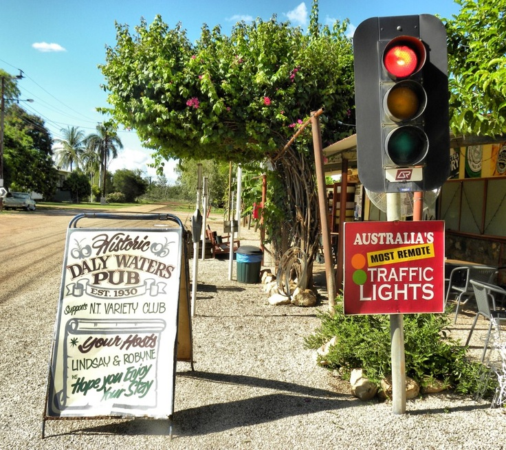 NT - Daly Waters - Daly Waters Pub, outback NT and most remote traffic light