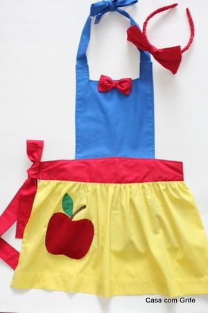 Avental Branca de Neve! (n.n) In another language, still good idea to make princess aprons instead of dresses.