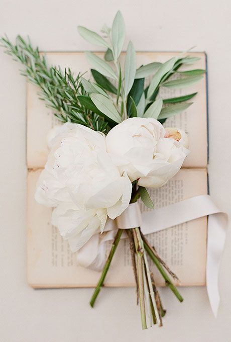 Brides.com: . Minimalist 'Maids. You need only two or three large blooms with a little bit of filler to create bridesmaids' bouquets that are minimalist cool — and 50 bucks cheaper apiece. — Kelly Revels, The Vine Garden Market, Saint Simons Island, GA