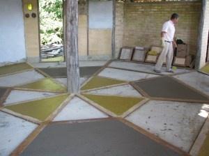 Site de permacultura. Vídeo e dicas para piso de cimento queimado.