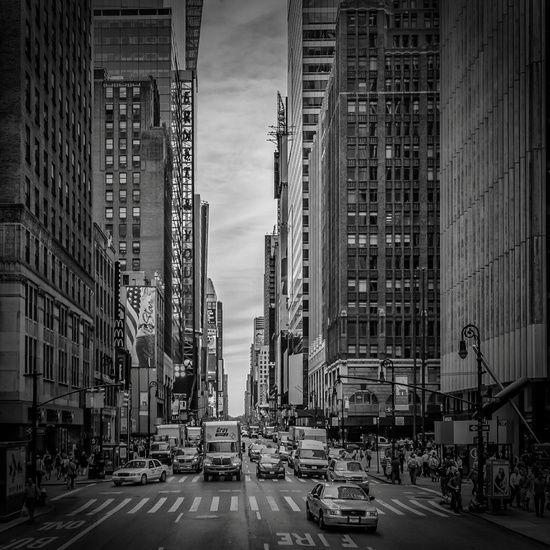 Neu in meiner Galerie bei OhMyPrints: NEW YORK CITY Verkehr auf der 7th Avenue | Monochrom #Manhattan #HomeDekor #NYC #traffic #NewYorkCity #Verkehr #urban #schwarzweiß #Fotografie #photography #BlackAndWhite #Wandbild