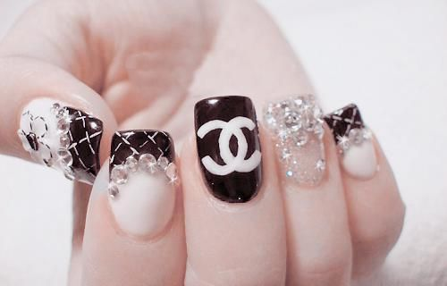 awsome, cute, glow, nail polish, nails: Coco Chanel, Nails Art, Chanel Nails, Nails Design, Rings Fingers, Polish Nails, Black White, Nails Polish, Design Nails
