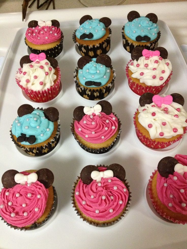 Minnie Mouse and Mickey Mouse cupcakes