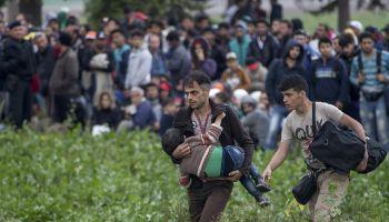 В Германии хотят дать беженцам доступ к работе   Head News