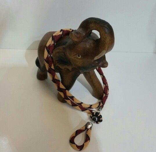 Kígyóminta elefánton