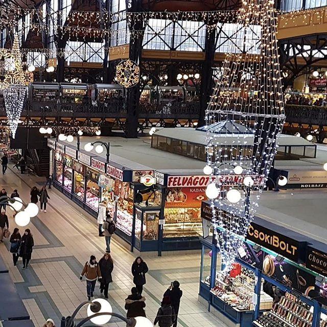 """Great Market Hall i Budapest.#reiseblogger #reiseliv #reisetips #reiseråd  RepostBy @emmaliha: """"Fra et marked i Budapest  (via #InstaRepost @EasyRepost)"""