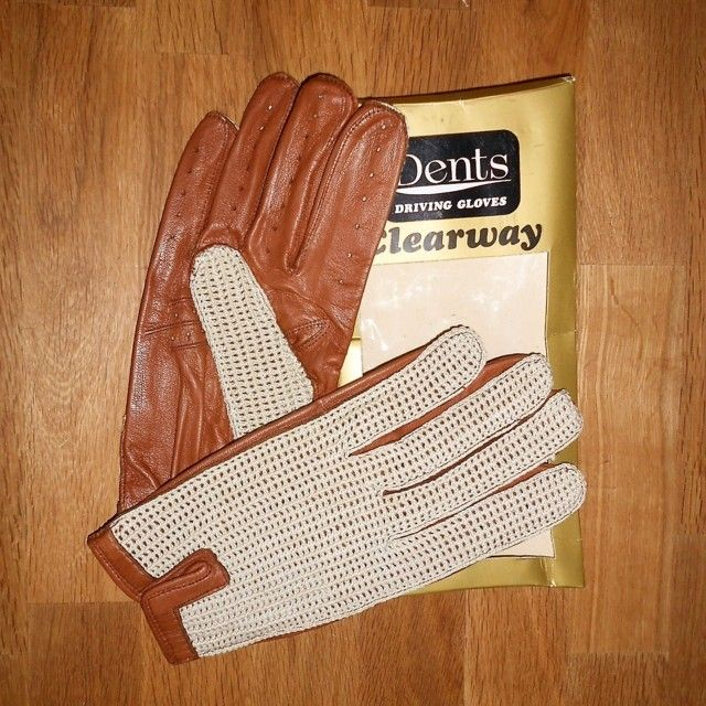 dents driving gloves clearway guanti da guida vintagedents driving gloves vintage originali anni '60 nuovi mai usati guanti da guida morbida pelle di vitello color nocciola con dorso all'uncinettohttps://www.imercanti.eu/negozio-2/dents-driving-gloves-clearway/