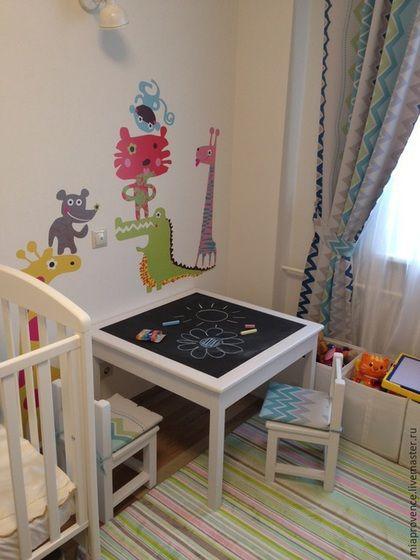 Купить или заказать Детский стол + два стула в интернет-магазине на Ярмарке Мастеров. Комплект детской мебели состоит из стола со столешницей 800х800 мм (высота 550 мм) и двух стульев 280х280х500 мм. Столешница покрыта грифельной краской, что позволяет рисовать мелом прямо по столешнице. Все углы скруглены. Другие фото на сайте miaprovence.