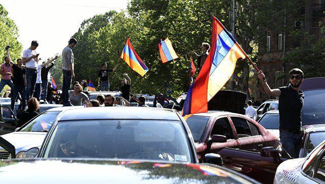 Το Κουτσαβάκι: Η εξουσία  αλλάζει στην Αρμενία. Είναι ωφέλιμη για...
