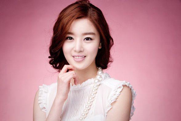 Han Sunhwa Cast As Lead Of MBC Weekend Drama http://www.kpopstarz.com/articles/102675/20140807/han-sunhwa-cast-lead-mbc-weekend-drama.htm