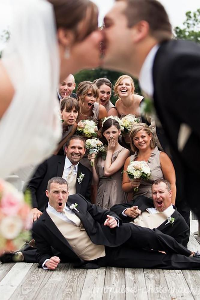 must-have wedding photos wedding party group shot with romantic kiss emmaloophot…