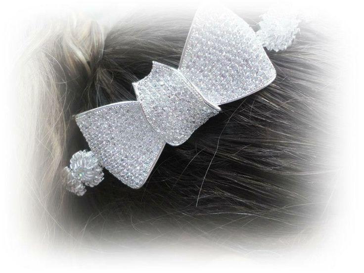 Designer único , peça toda cravada com micro zircônia, banhada em prata ou ouro branco.