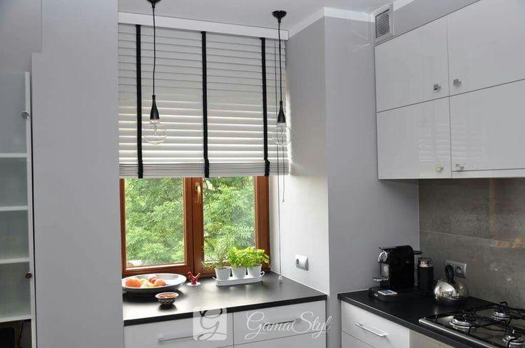 Żaluzje drewniane 50 mm, taśma w innym kolorze niż lamele, żaluzje drewniane w kuchni http://www.gamastyl.pl/oferta/zaluzje-drewniane