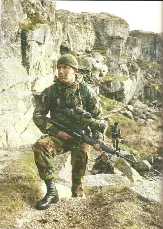 Mountain & Arctic Warfare Cadre (RM Commandos). See the US M-16, as SAS Squad and recce teams of airbone brigade as the same period (1980's).