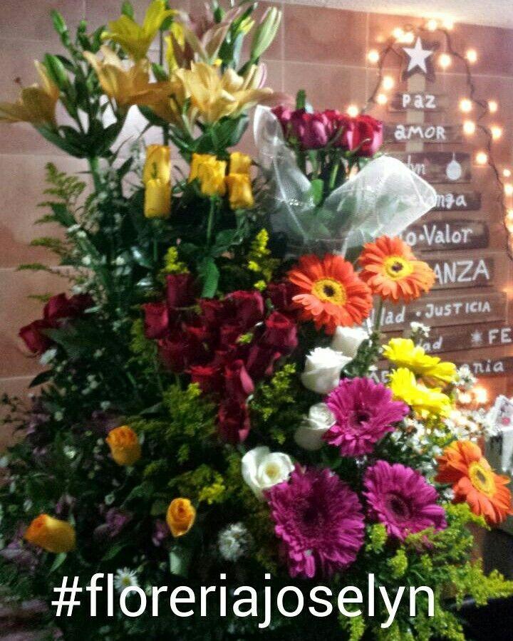 En nuestra fan page este diseño corresponde al diseño de arreglo floral #222 :) www.facebook.com/floreriajoselyn  #floreriajoselyn #floristeria #enviaflores #enviarosas #culiacán #sinaloa #mexico #pagaenoxxo #banamex #rosasrojas #arreglosflorales