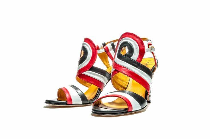 Handgefertigte Strapy Sandalen/High Heels/bunt Sandale/Ankle Strap/Leder Sandalen/Handmade Leder Heels/Unique Schuhe/Schuhe/Strapy Damenschuhe von MilenikaShoes auf Etsy https://www.etsy.com/de/listing/264352274/handgefertigte-strapy-sandalenhigh