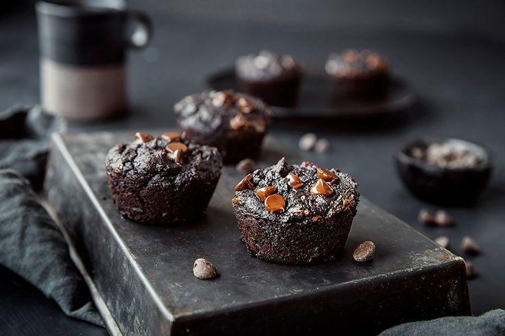 Oppskrift på saftig brownies med avokado og søtpotet.
