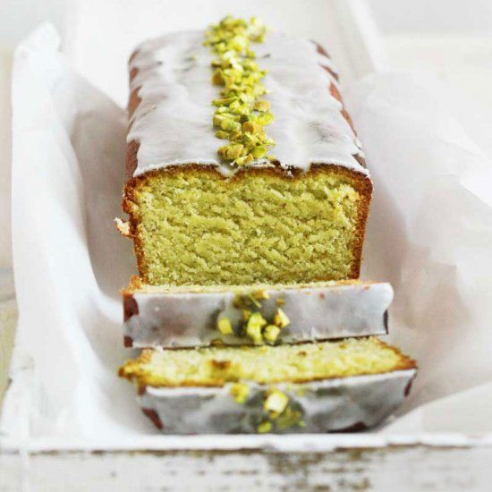 Delicious Avocado Cake with a lemon frosting - easy to make and full of great flavors!