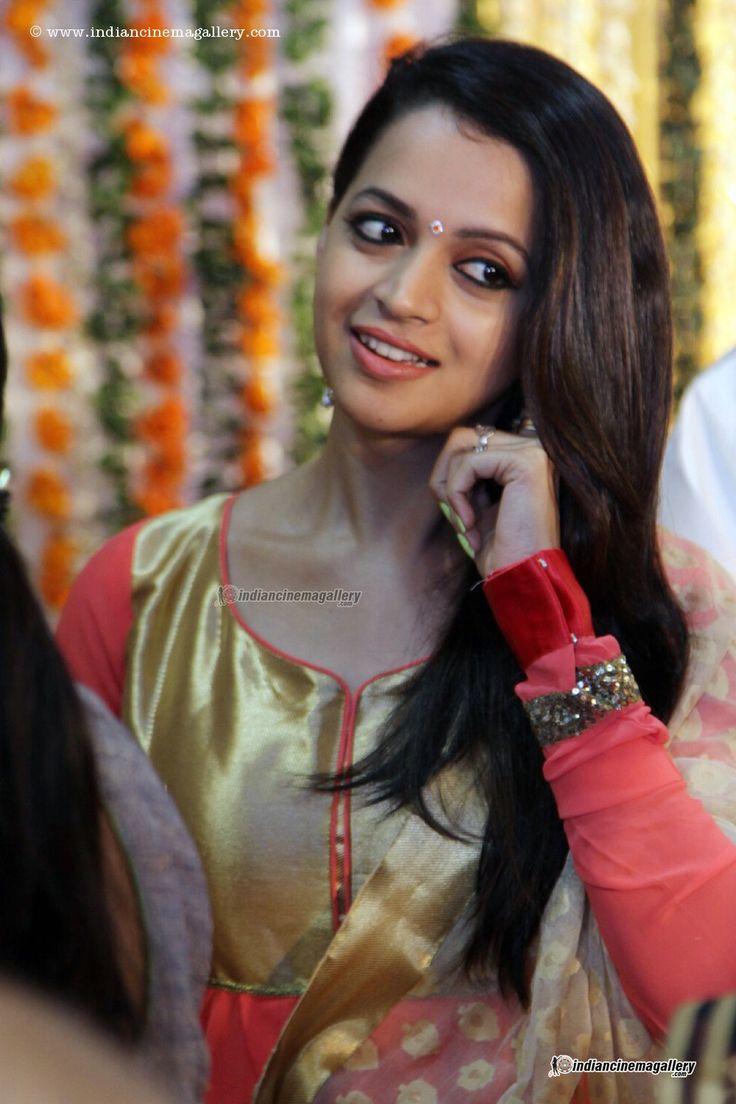 Bhavana-during-Shritha-Sivadas-Wedding-(11)