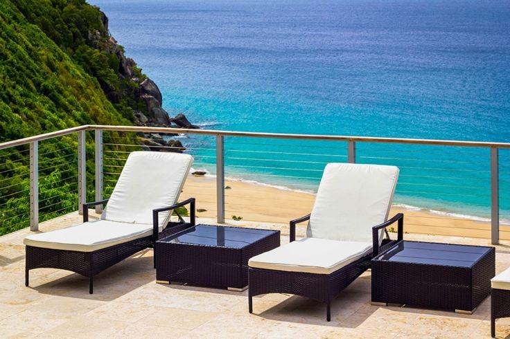 Villa Lune is een stijlvolle, moderne drie slaapkamer, vakantievilla met prive zwembad boven de Baai van Trunk Bay, Tortola in de Britse Maagdeneilanden