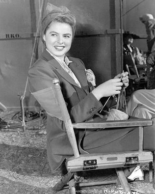 Ingrid Bergman knitting on set of Notorious