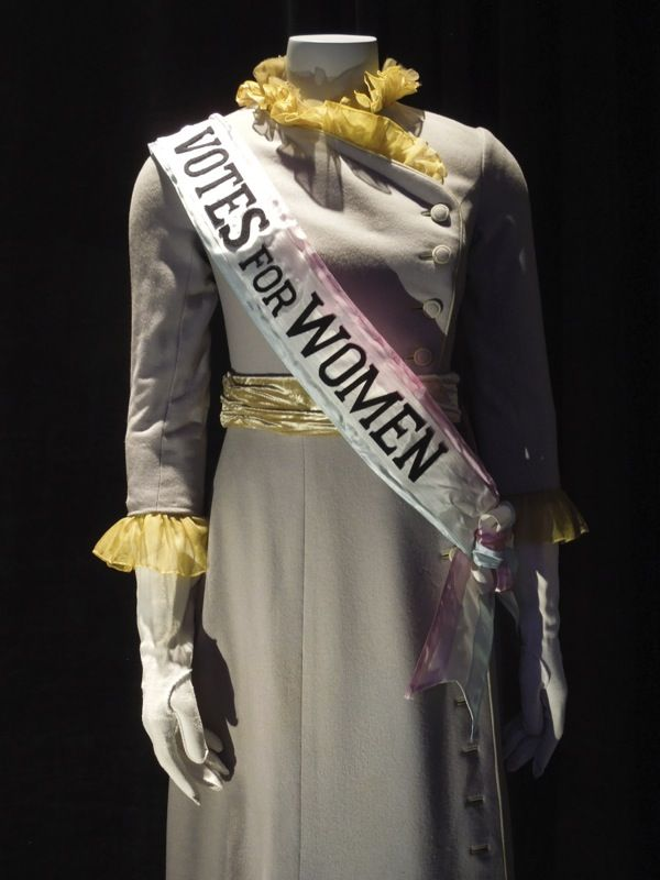 Mary Poppins Mrs Banks Suffragette Votes for women costume ...