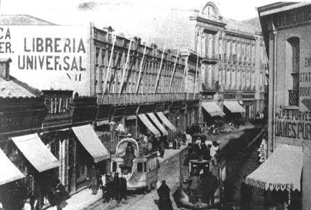 Imágenes de Chile del 1900: Valparaíso Parte 1  Calle Esmeralda en el año 1900