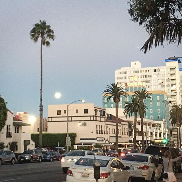 Full moon over Santa Monica🌚#nightsky